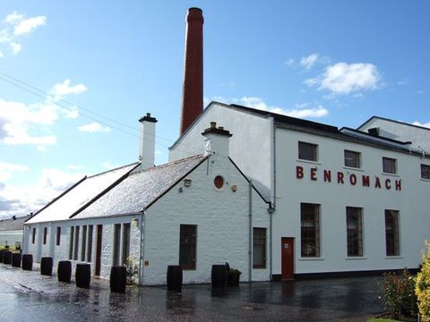 benromach_distillery_building_t_cp.
