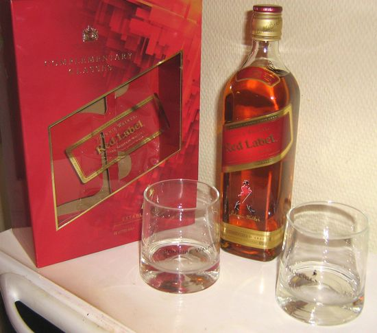 j.w._red_label_coffret_2_verres_2009