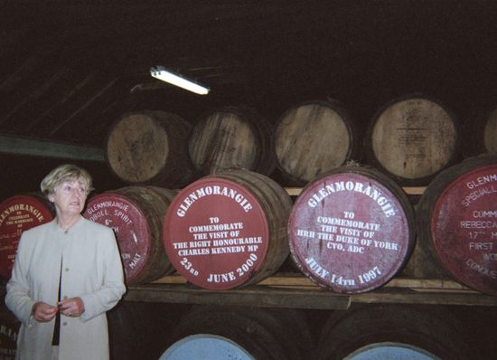 r_glenmorangie_dist_warehouse_tour_gs_2002
