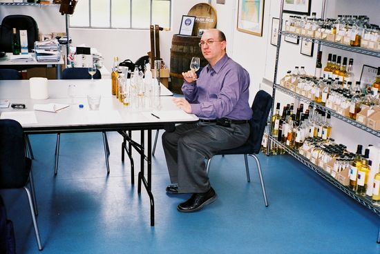 r_greg_at_john_glaser_blending_desk_2007