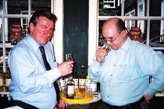 r_greg_w_doug_mc_ivor_in_tasting_room_2007