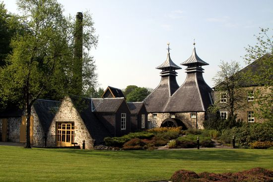 /strathisla_distillery_trad_photo_h_comp2