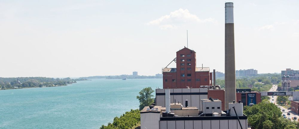 edito_28_hiram_walker_distillery_detroit_river_p4